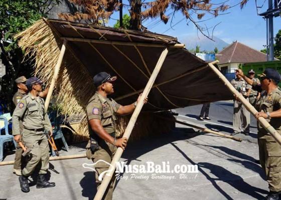 Nusabali.com - satpol-pp-bongkar-warung