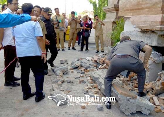 Nusabali.com - hari-ini-dinding-pondasi-yang-roboh-diperbaiki
