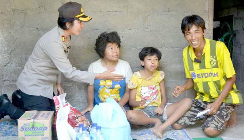 www.nusabali.com-kapolres-serahkan-bantuan-untuk-penyandang-disabilitas