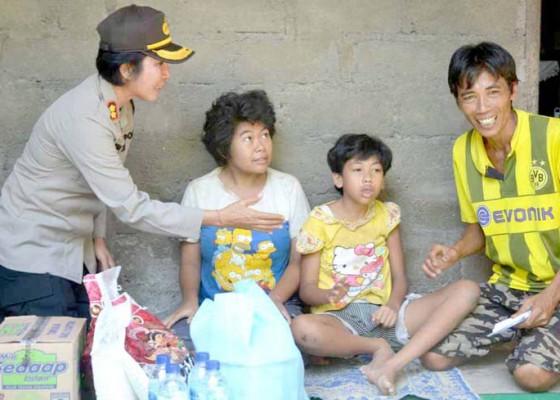 Nusabali.com - kapolres-serahkan-bantuan-untuk-penyandang-disabilitas