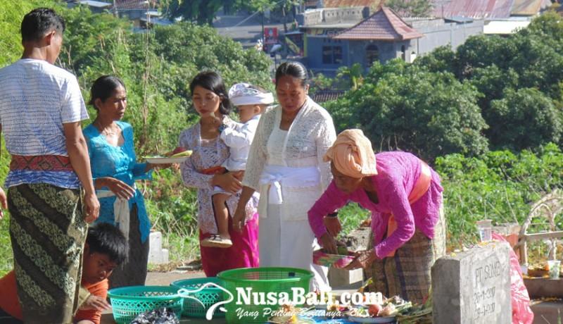 www.nusabali.com-mamunjung-tradisi-makan-bersama-di-kuburan-masyarakat-singaraja