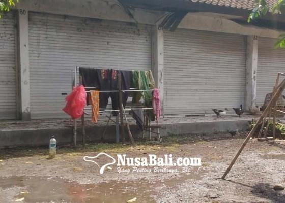 Nusabali.com - pasar-yangapi-dijadikan-tempat-beternak-unggas