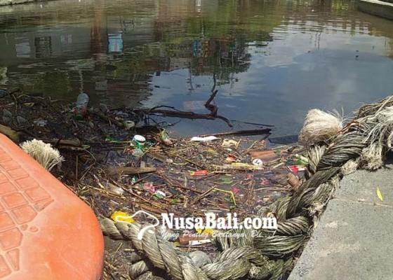 Nusabali.com - hujan-taman-kumbasari-dipenuhi-sampah