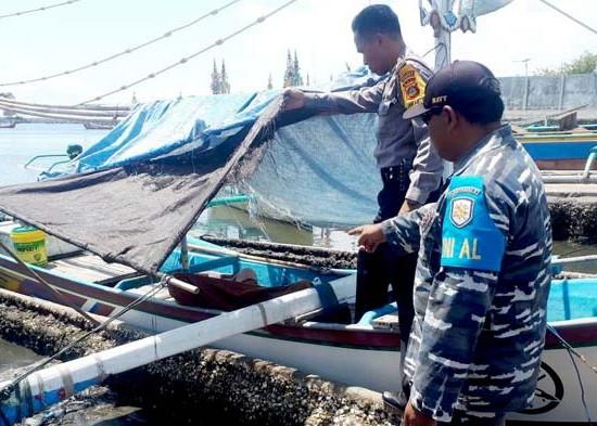 Nusabali.com - nelayan-tewas-di-atas-jukung