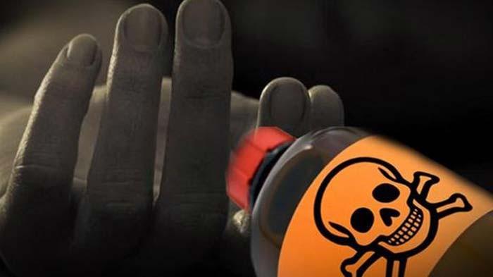 www.nusabali.com-sekeluarga-tenggak-obat-serangga-2-tewas