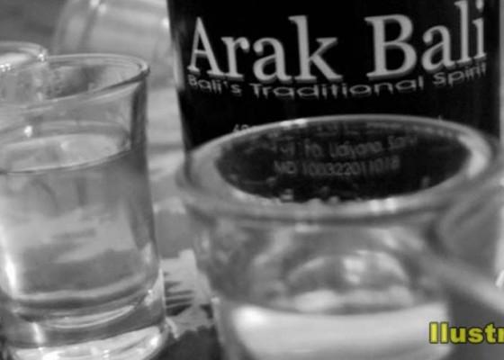 Nusabali.com - arak-bali-minuman-khas-bali-yang-akan-diatur-tata-kelolanya-melalui-pergub