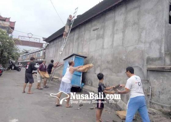 Nusabali.com - bale-gong-pura-er-malet-nyaris-roboh