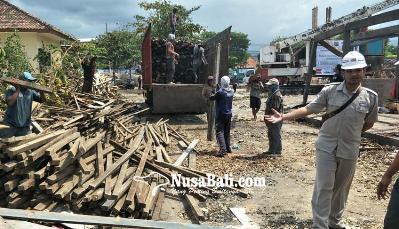 www.nusabali.com-sisa-bongkaran-pasar-banyuasri-laku-rp-50-juta
