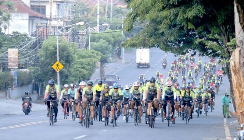 www.nusabali.com-wakasad-dan-pangdam-bersepeda-sejauh-727-km