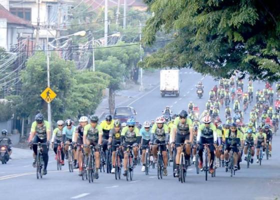 Nusabali.com - wakasad-dan-pangdam-bersepeda-sejauh-727-km