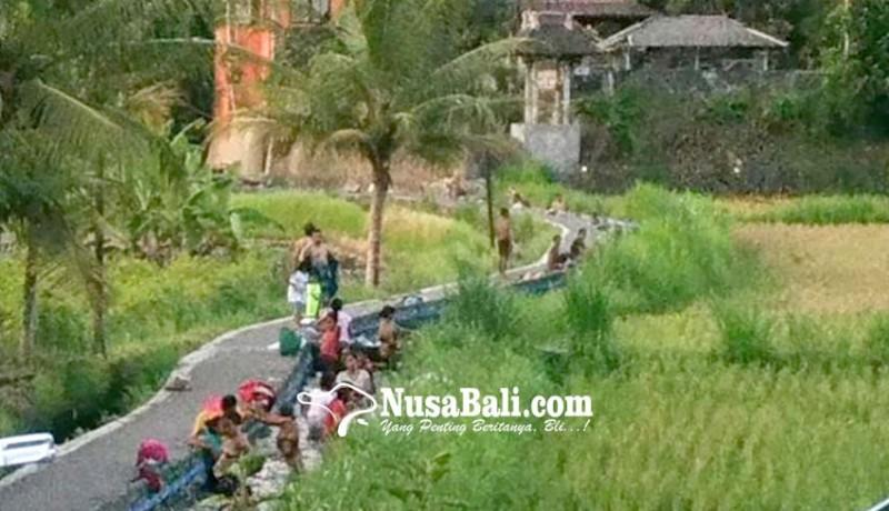 www.nusabali.com-tradisi-mandi-di-sungai