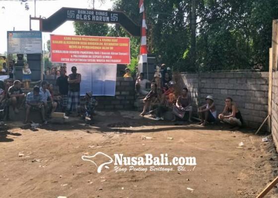 Nusabali.com - krama-sempat-bersitegang-akses-jalan-ditutup