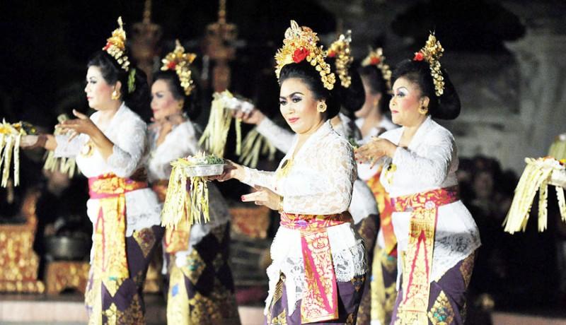 www.nusabali.com-malam-kesenian-serangkaian-dies-natalis-isi-denpasar-dimeriahkan-tetarian-fashion-show-hingga-genjek