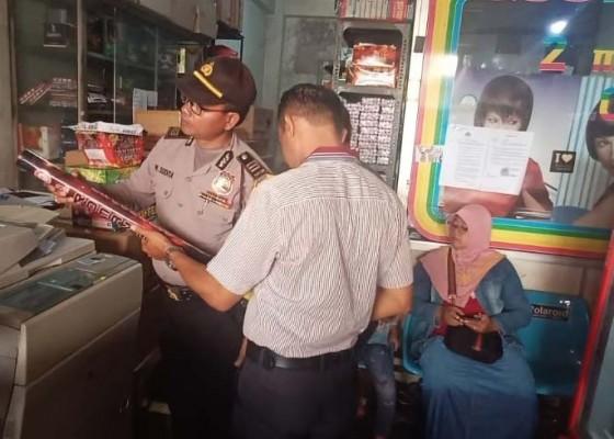 Nusabali.com - jelang-nataru-polisi-sidak-pedagang-kembang-api