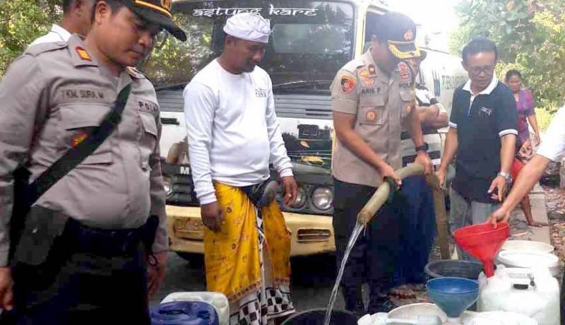 www.nusabali.com-wakapolres-bantu-20-ribu-liter-air-bersih