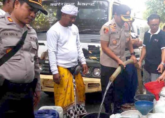 Nusabali.com - wakapolres-bantu-20-ribu-liter-air-bersih