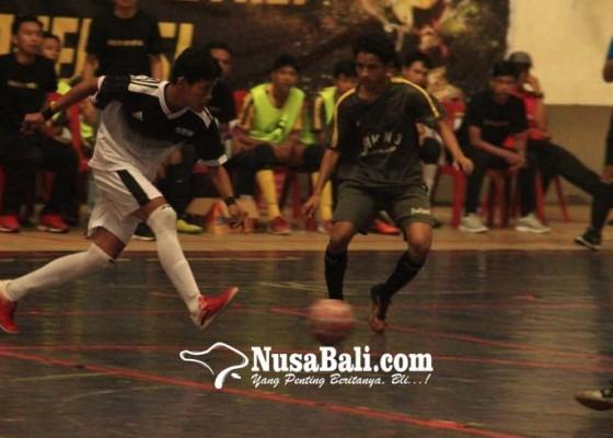 Nusabali.com - tim-futsal-4-sekolah-ke-semi-final-panitia-warning-suporter