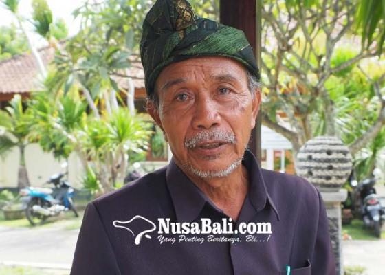 Nusabali.com - pemundut-sesuhunan-sang-hyang-jaran-seberangi-jurang-naik-titian-batang-kayu