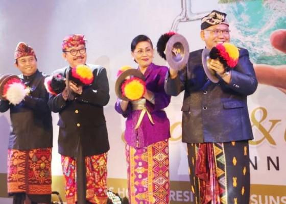 Nusabali.com - wagub-cok-ace-ajak-masyarakat-lebih-mensyukuri-karunia-tuhan