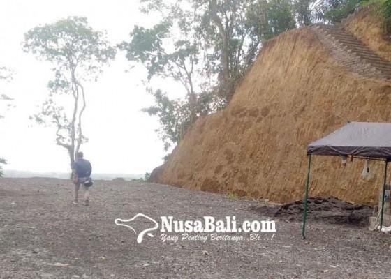 Nusabali.com - pengempon-pura-pucak-hyang-ukir-mohon-pengaspalan-parkir