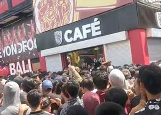 Nusabali.com - bali-united-cafe-porak-poranda-9-suporter-terluka