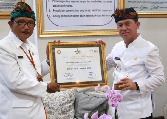 Nusabali.com - bupati-suwirta-raih-suksma-bali-award-2019
