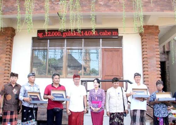 Nusabali.com - tpid-badung-pasang-led-running-text-di-lima-pasar