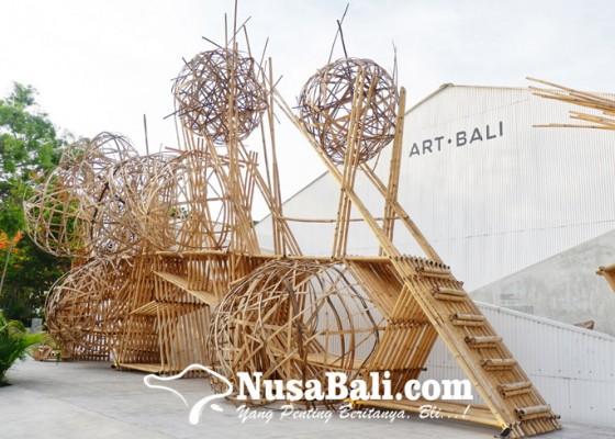 Nusabali.com - memahami-penciptaan-kehidupan-lewat-alphabet-moles