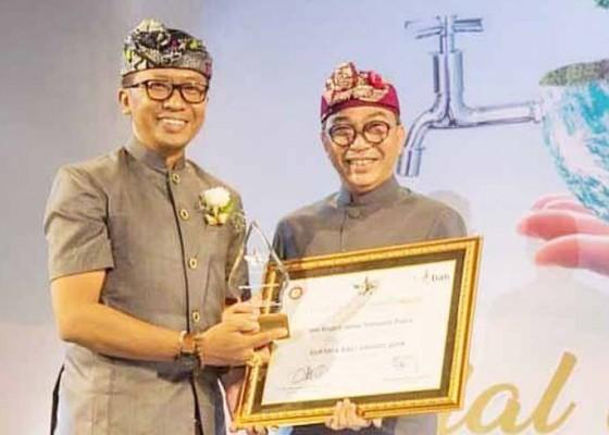 Nusabali.com - gusde-raih-penghargaan-itta-dan-suksma-bali