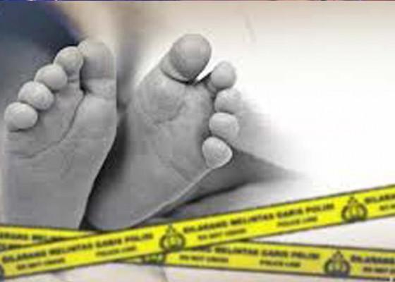 Nusabali.com - bayi-tewas-ditemukan-di-ember-tumpukan-baju