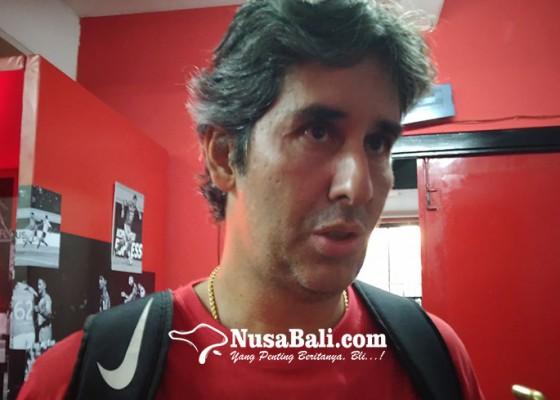 Nusabali.com - teco-puji-kemeriahan-parade-kemenangan-bali-united