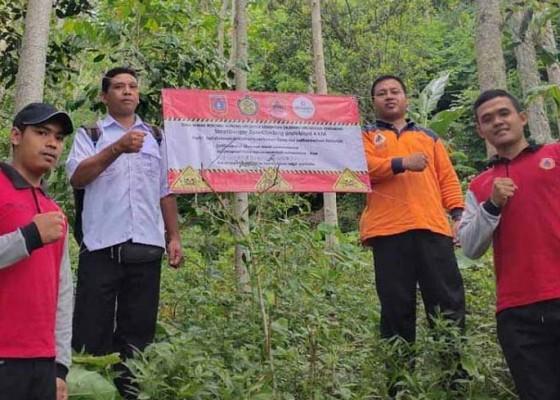 Nusabali.com - bpbd-pasang-spanduk-larangan-mendaki-gunung-agung
