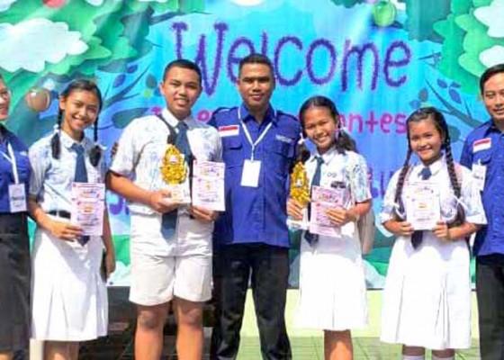 Nusabali.com - smpn-2-amlapura-boyong-dua-juara-bahasa-inggris
