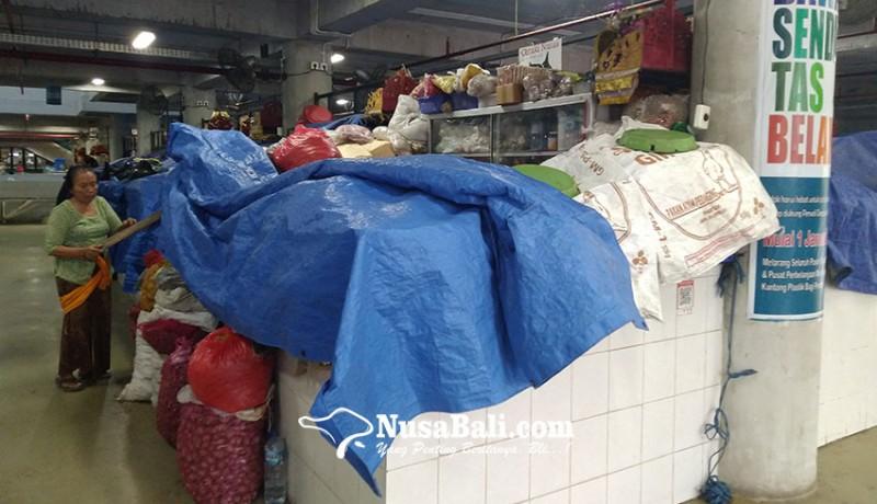 www.nusabali.com-libur-tahun-baru-sebagian-pedagang-pasar-badung-pilih-istirahat