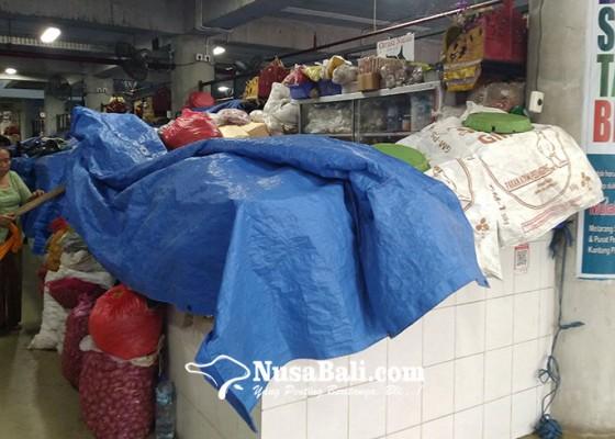 Nusabali.com - libur-tahun-baru-sebagian-pedagang-pasar-badung-pilih-istirahat