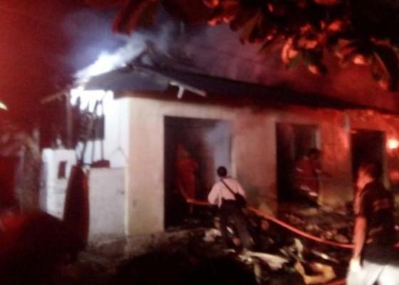 Nusabali.com - korsleting-listrik-4-kios-terbakar