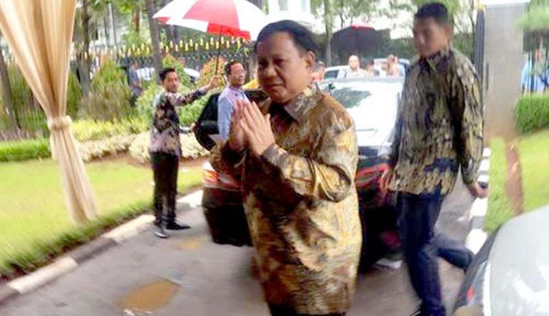 www.nusabali.com-keakraban-prabowo-dan-luhut-saat-natal