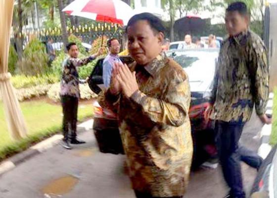 Nusabali.com - keakraban-prabowo-dan-luhut-saat-natal