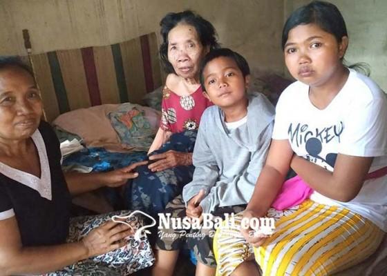Nusabali.com - tinggal-bersama-bibi-yang-stroke-tiap-hari-bantu-jualan-bubur