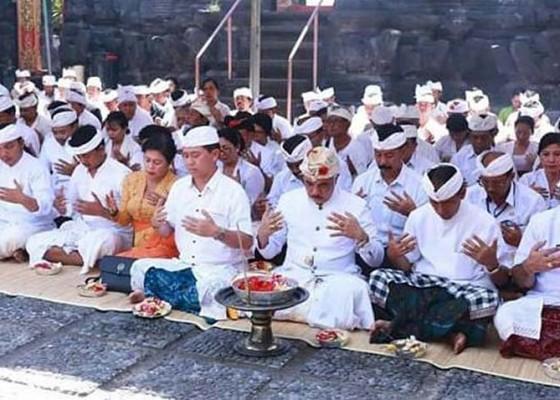 Nusabali.com - bhumi-sudha-digelar-di-pura-watu-klotok