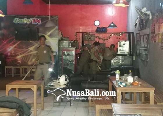 Nusabali.com - teror-ular-kembali-hantui-pengontrak-ruko-di-jalan-hasanudin-jembrana