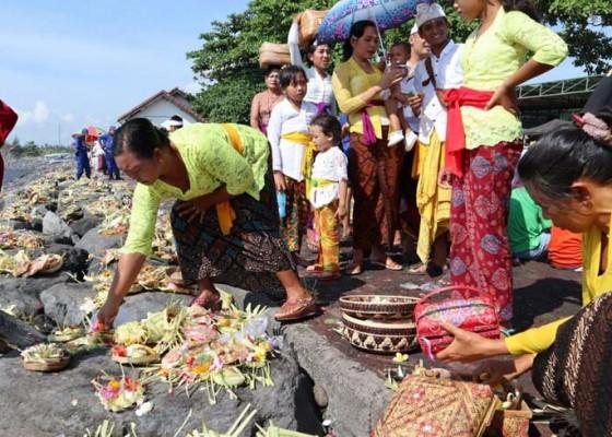 Nusabali.com - ribuan-warga-gianyar-gelar-nangluk-merana
