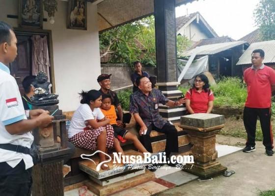 Nusabali.com - kadisos-bali-kunjungi-anak-yatim-piatu-di-marga