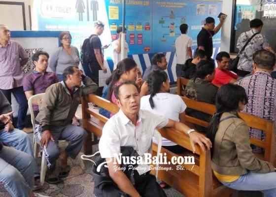 Nusabali.com - akhir-tahun-pemohon-sim-membeludak