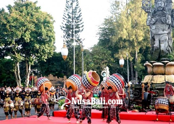 Nusabali.com - dentuman-drum-jigu-buka-denpasar-festival-xii