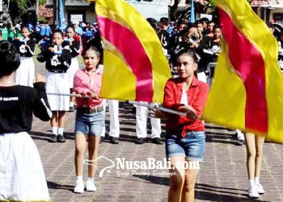 Nusabali.com - parade-drum-band-pelajar-meriahkan-pergantian-tahun-di-karangasem