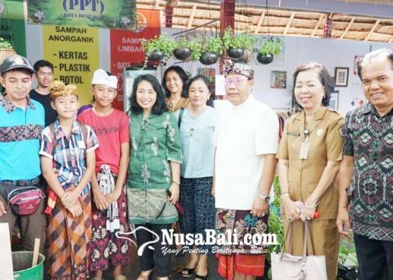 Nusabali.com - menteri-pppa-bintang-puspayoga-kunjungi-denfest-xii