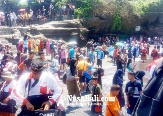 Nusabali.com - wisatawan-ke-tanah-lot-tembus-2769176-orang