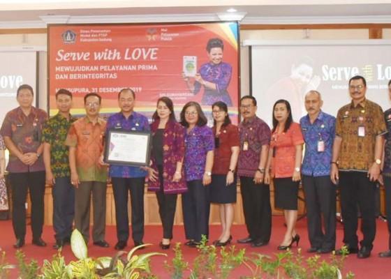 Nusabali.com - dinas-pmptsp-kabupaten-badung-terima-sertifikat-iso-90012015