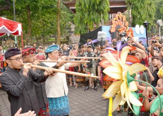 Nusabali.com - matetulupan-tutup-denpasar-festival-xii